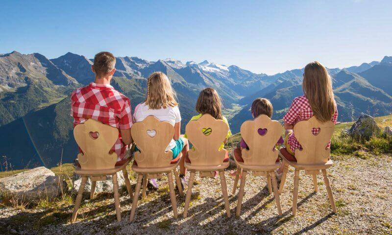 Familie im Bergkino Tux