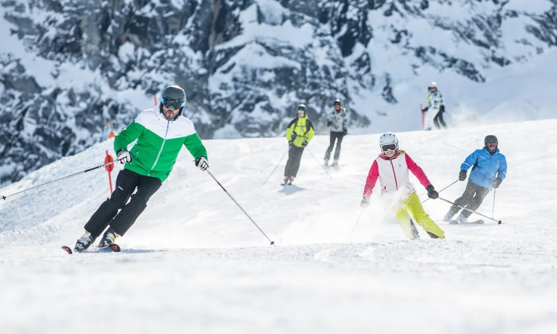 Skifahrer Gruppe Hintertuxer Gletscher